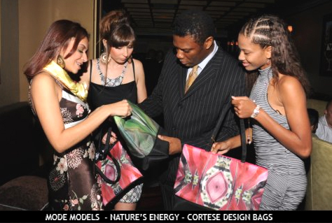 Mode publisher Alexander Michaels and models appreciating Cortese Design bags at Havana Club Fashion Shoot Nov. 08